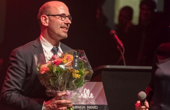 Piet De Bruyn krijgt Çavaria Campaign Award voor holebi-engagement