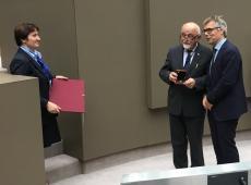 Zeger Debyser ontvangt Gouden Erepenning voor baanbrekend onderzoek nieuwe HIV-remmer door 'Onderzoeksgroep Moleculaire Virologie en Gentherapie'