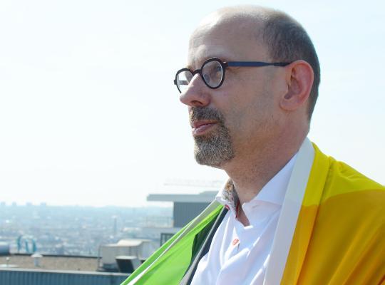 'Een goeie homo is een linkse homo' - Piet De Bruyn