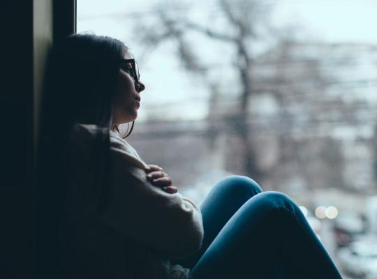 jong meisje depressief