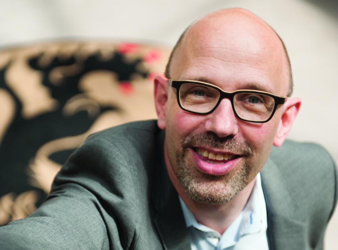 Piet De Bruyn en Kris Van Dijck zijn anciens naar wie het halfrond luistert.