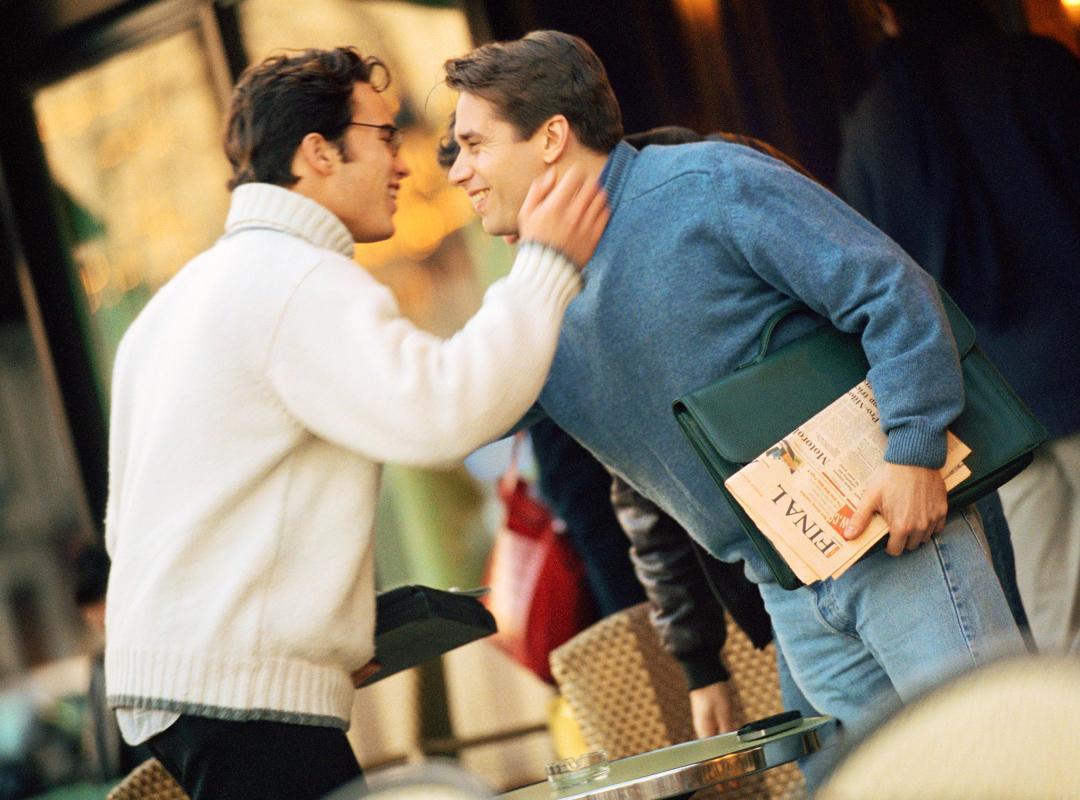 Twee kussende mannen - Piet De Bruyn